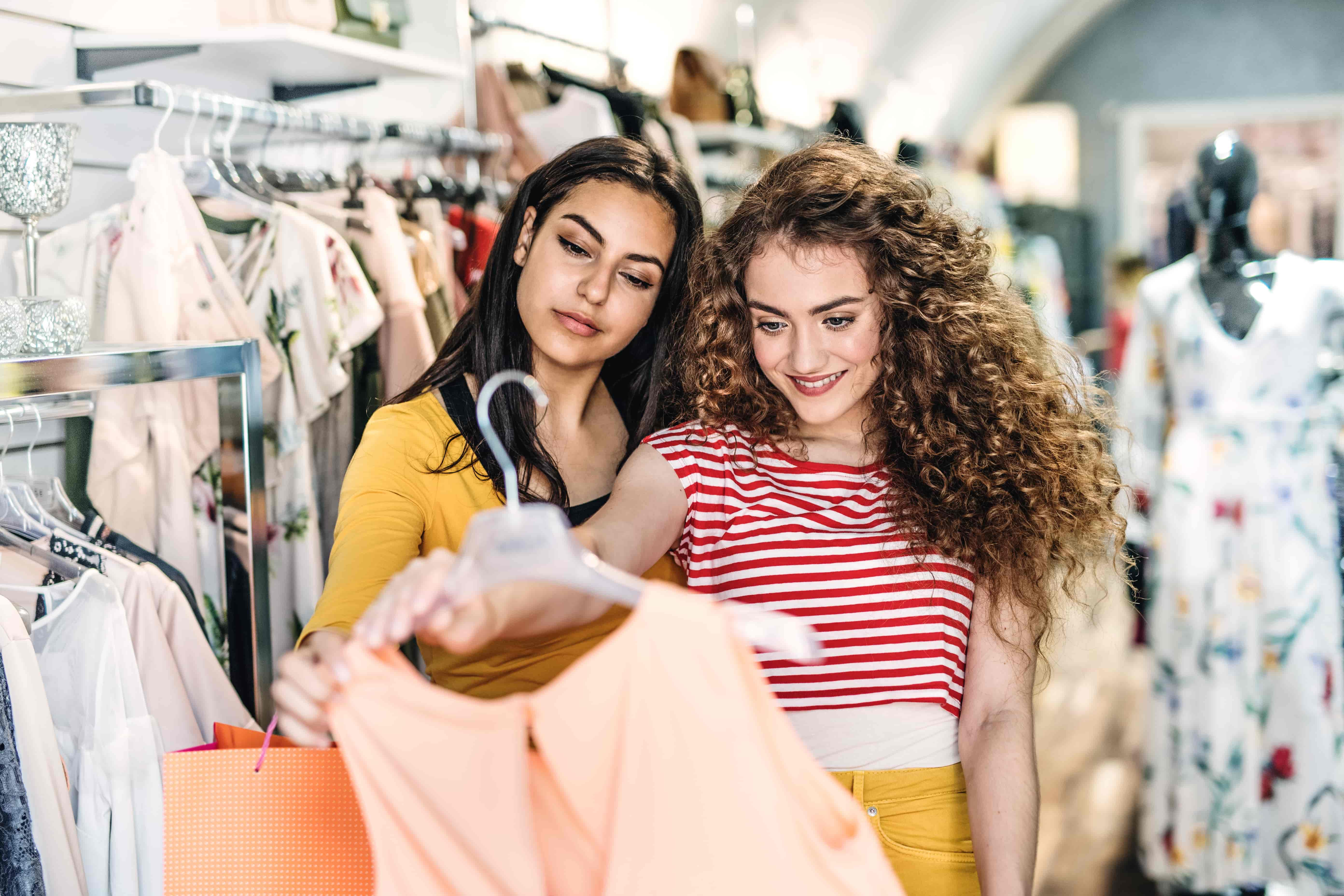 women shopping and getting rewards from US Bank Cash Rewards Card