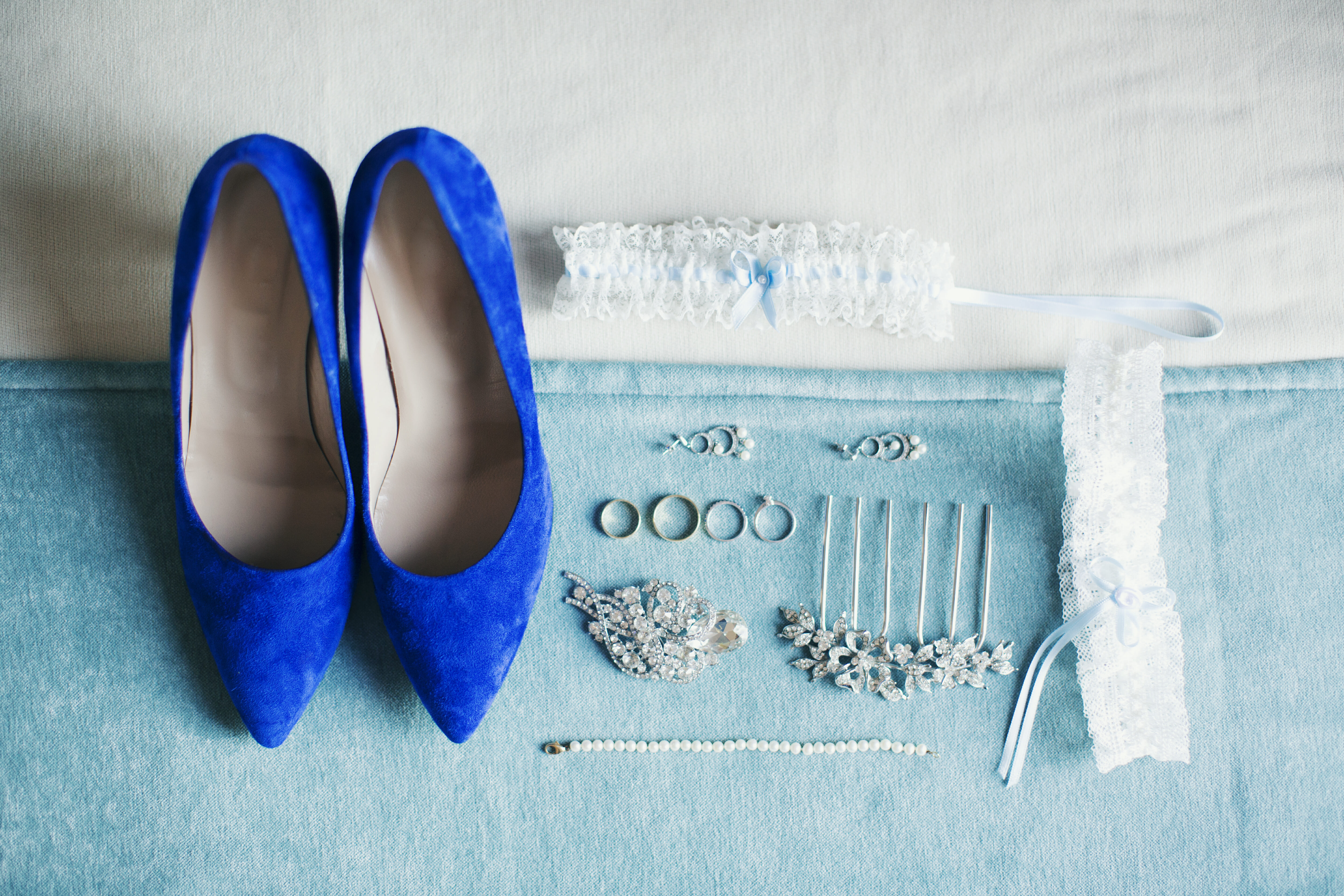 Wedding attire and accessories: shoes, garter and jewelry