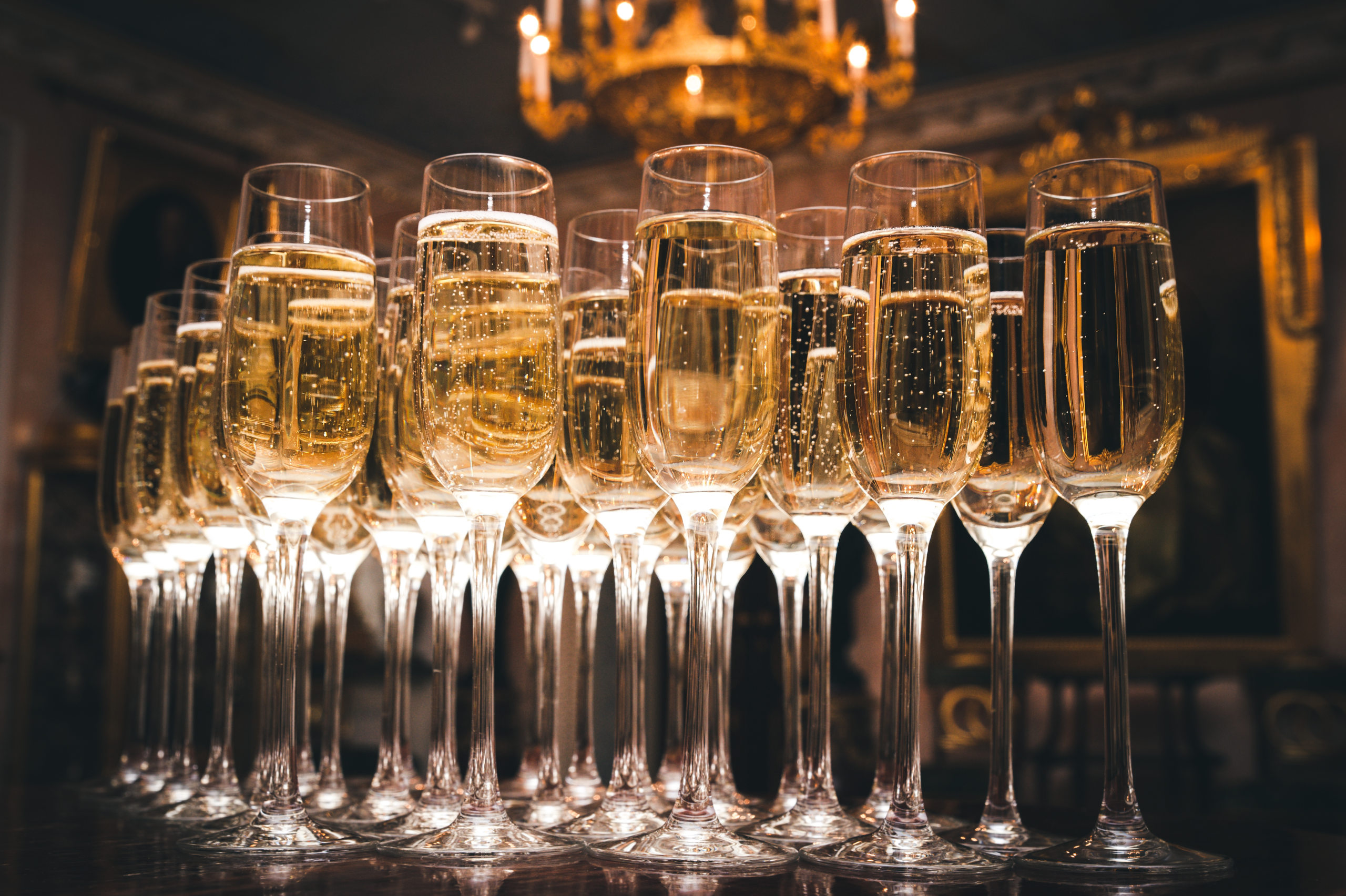 From Open Bar to a Dry House: How To Plan For Wedding Alcohol Costs